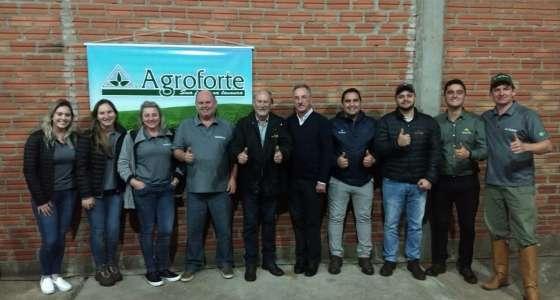 Van Ass Sementes presente em evento da Agroforte