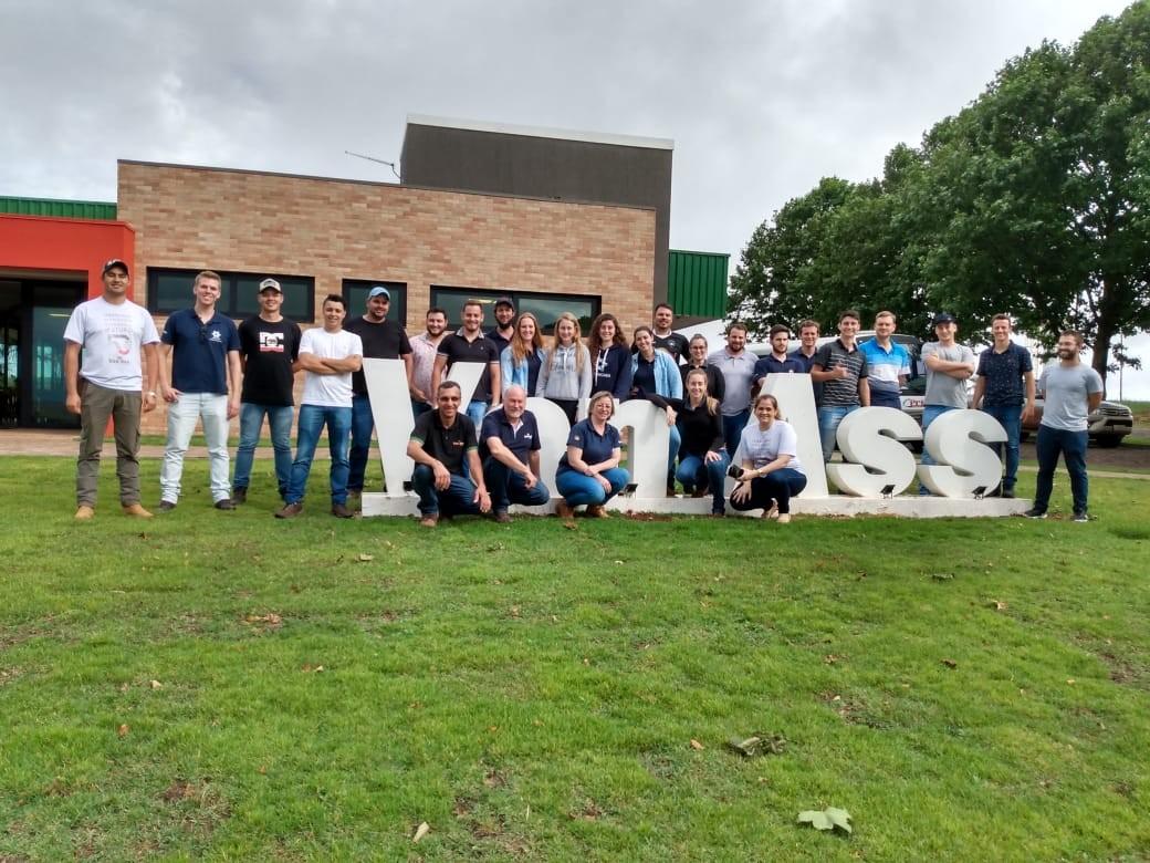 Van Ass Sementes recebe vista de estudantes de Agronomia