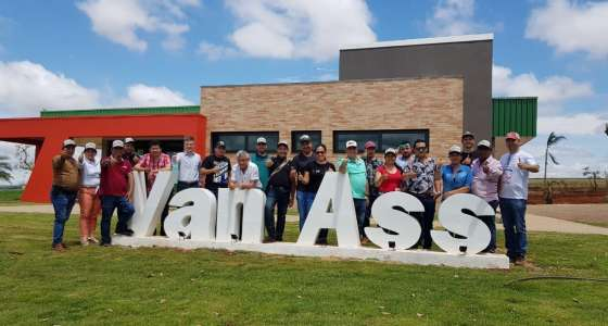 Produtores colombianos visitam a Van Ass Sementes