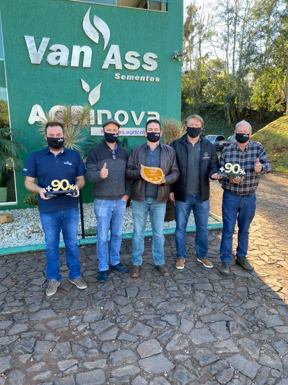 Van Ass Sementes recebe reconhecimento Monsoy por sementes de alta qualidade