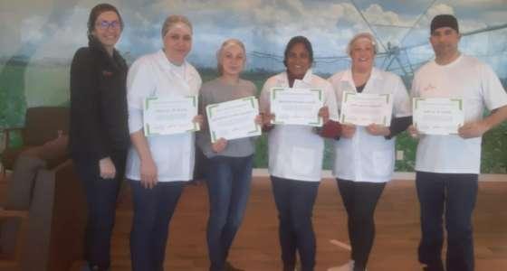 Boas práticas em Serviços de Alimentação foi tema de treinamento na Granja Limburgia